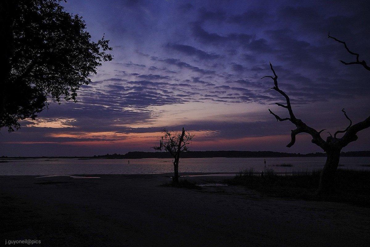 Early photographer gets the best views🙂 #fridaymorning #sunrise  @USAsunrise @EdPiotrowski @JerryDiaz @MichaelCoonan8 @RealSaltLife @AndrewWMBF @AndreassenLena @TommyCPhotogra3 @akkingon @JamesWestPhoto1 @WeatherNation @CraigSm08163835 @CjJennings10 @MirrorFinish