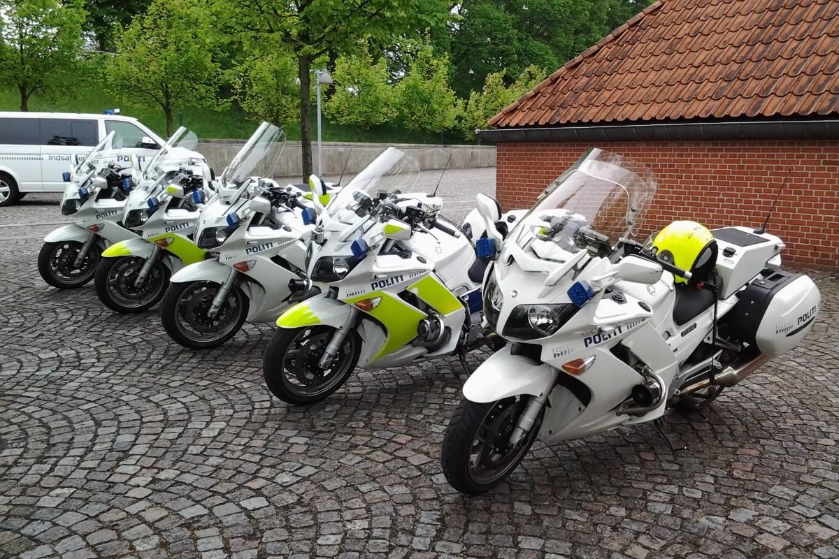 Skal du bruge weekenden på at gøre motorcyklen klar til sæsonstart på mandag? Husk at det måske ikke kun er maskinen, der er lidt støvet, det er du måske også efter en lang vinterpause. Kør forsigtigt når du skal ud og vær ekstra opmærksom på de andre i trafikken #politidk https://t.co/cW1cUXrv9t