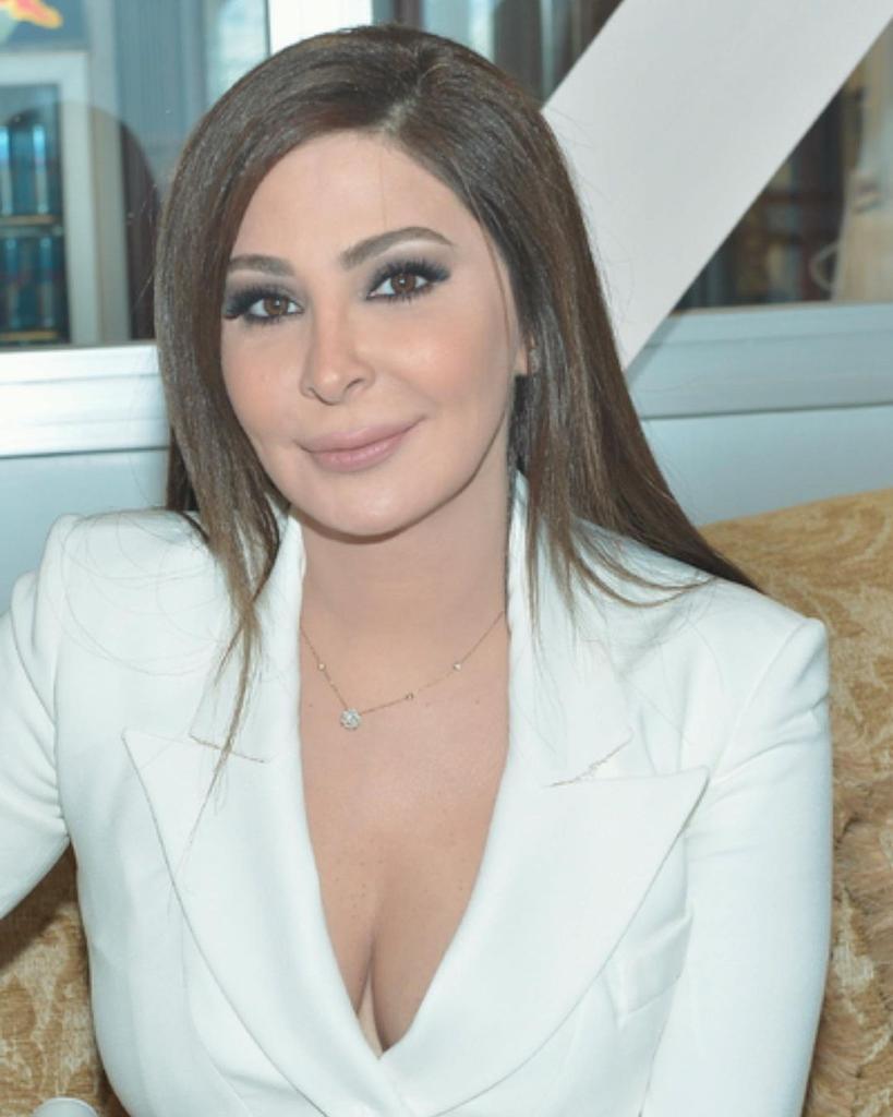 Replying to @zainab_elissa: يمممة قلبي احبك ❤ زينب من العراق @elissakh