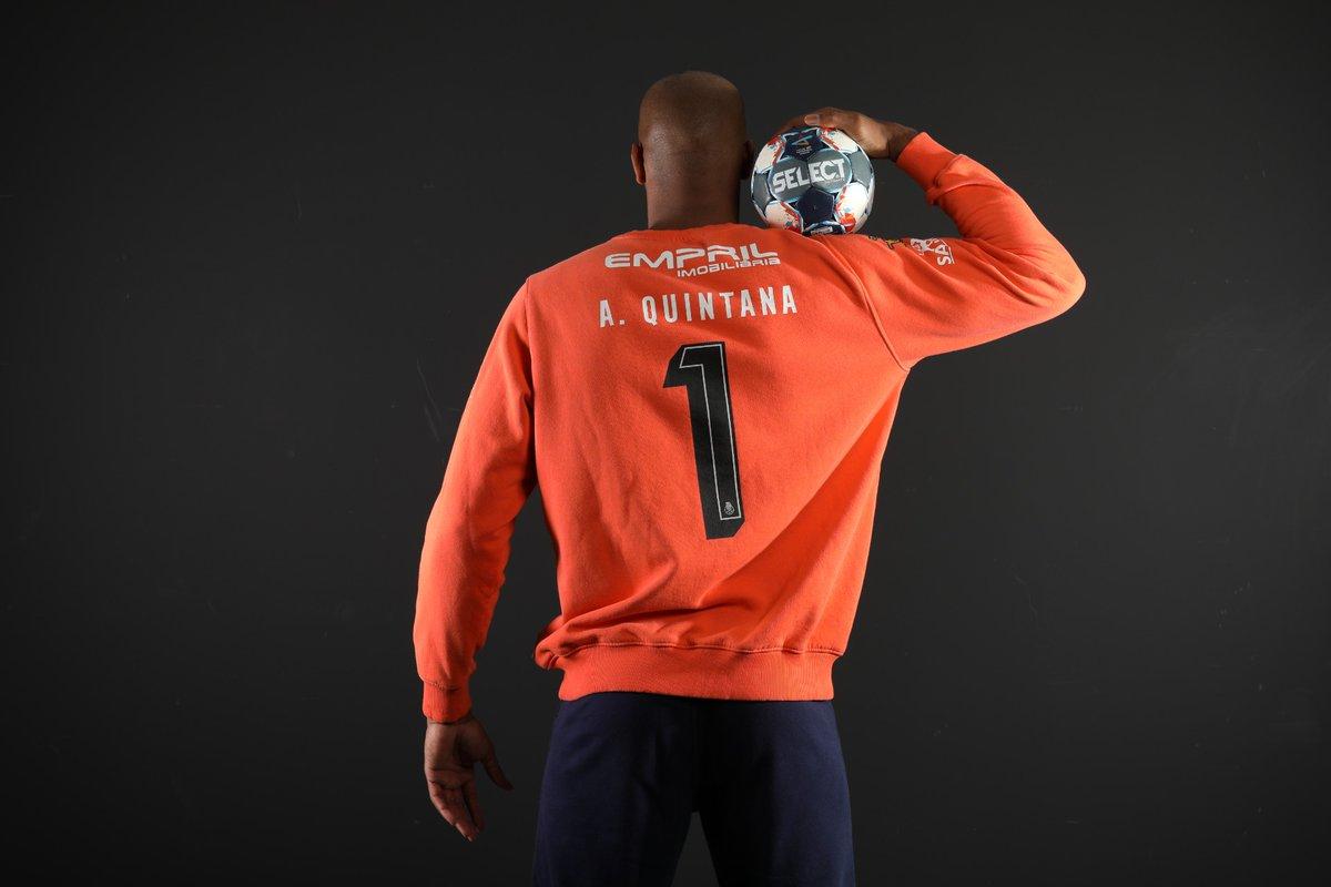 A camisola número 1 não voltará a ser utilizada na nossa equipa de Andebol, por proposta do Presidente Jorge Nuno Pinto da Costa à direção do FC Porto🔵⚪  💪 𝐄𝐭𝐞𝐫𝐧𝐨 𝟏 𝐐𝐮𝐢𝐧𝐭𝐚𝐧𝐚 💪  #FCPorto #FCPortoSports https://t.co/u5gxl3GdDj
