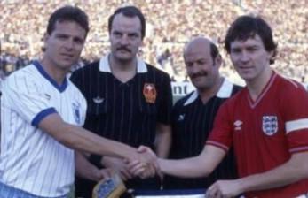 26th Feb 1986: It ended Israel 1-2 England, Bryan Robson with both #ENG goals, in an International Friendly match on this day 35 years ago.  #ThreeLions Football Fan Retro Gift Idea #Euro2020 #Qatar2022
