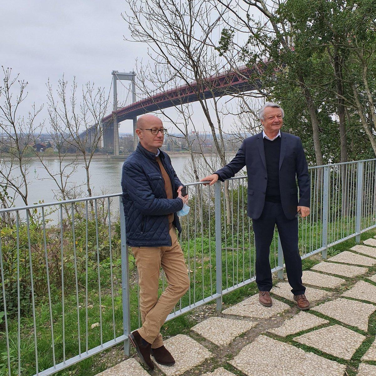 Aujourd'hui, le président du département de la @gironde était en visite à #Lormont avec le maire, Jean Touzeau, pour soutenir les actions #culture et #nature menées par la ville. #Gironde #visite #rencontre #echanges #NouvelleAquitaine https://t.co/VuwpCBjprl