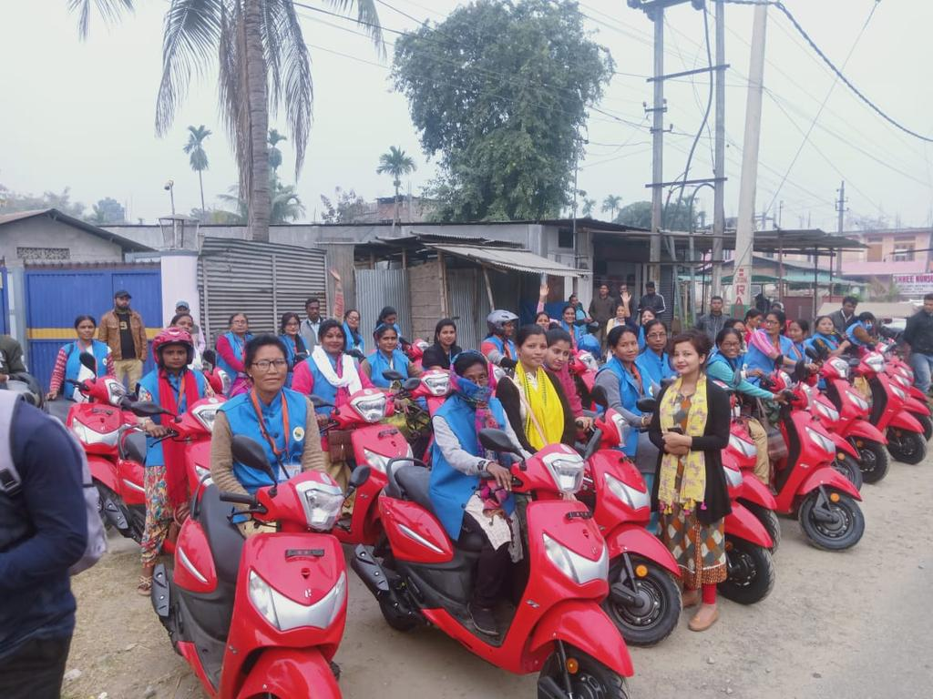 𝐖𝐄 𝐏𝐑𝐎𝐌𝐈𝐒𝐄, 𝐖𝐄 𝐃𝐄𝐋𝐈𝐕𝐄𝐑. Grateful to Dr @himantabiswa for fulfilling the promise made during the Rangapara By-election of providing Scooty to Jeevika Sakhis of Balipara & Rangapara. Glad to be part of the Scooty distribution program under Jeevika Sakhi Scheme.