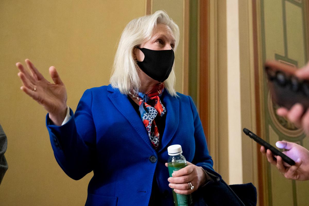 After leading charge vs. Al Franken, Sen. Gillibrand dodges Gov. Cuomo scandal