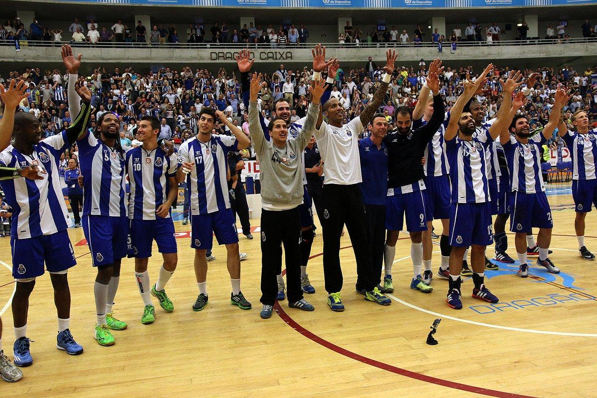 Para sempre o nosso número 1. Obrigado por tanto🔵⚪  💪 𝐄𝐭𝐞𝐫𝐧𝐨 𝟏 𝐐𝐮𝐢𝐧𝐭𝐚𝐧𝐚 💪  #FCPorto #FCPortoSports