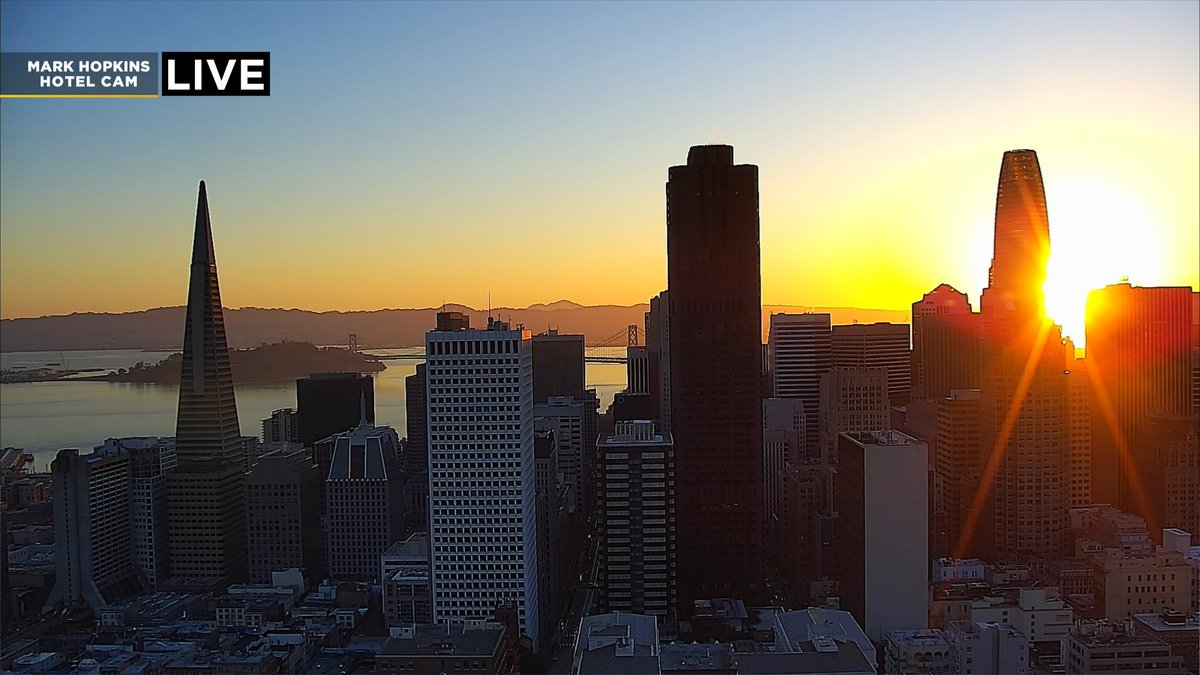 STUNNING sunrise this morning on our tower cameras as we kick off our Friday across the Bay! Enjoy the sunshine and mild temps. Breezy this afternoon too. @KPIXtv #kpix #bayarea #cawx #fridaymorning #fridaysunrise #SanFrancisco 🌅