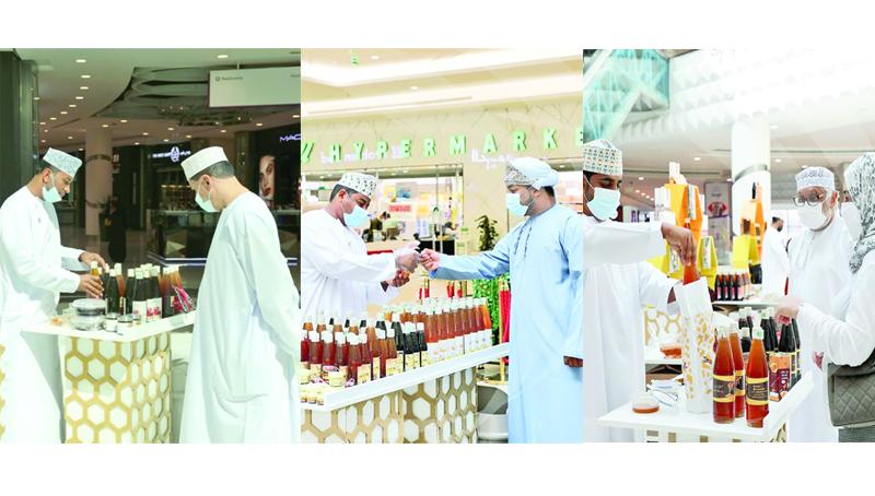 اقبال كبير على العسل العماني في منافذ البيع باللولو ومنصات التسويق جريدة عمان