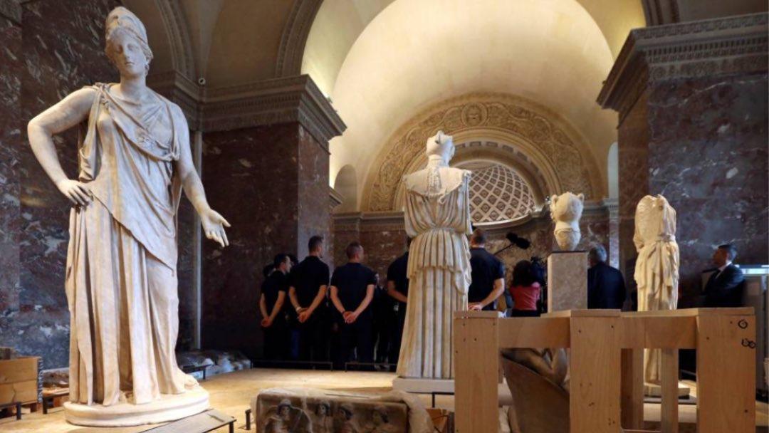 🇫🇷   The Louvre moves its treasure as climate change brings more floods.  ➡️   #climate #art #Louvre #Paris #artforourplanet #climatechange