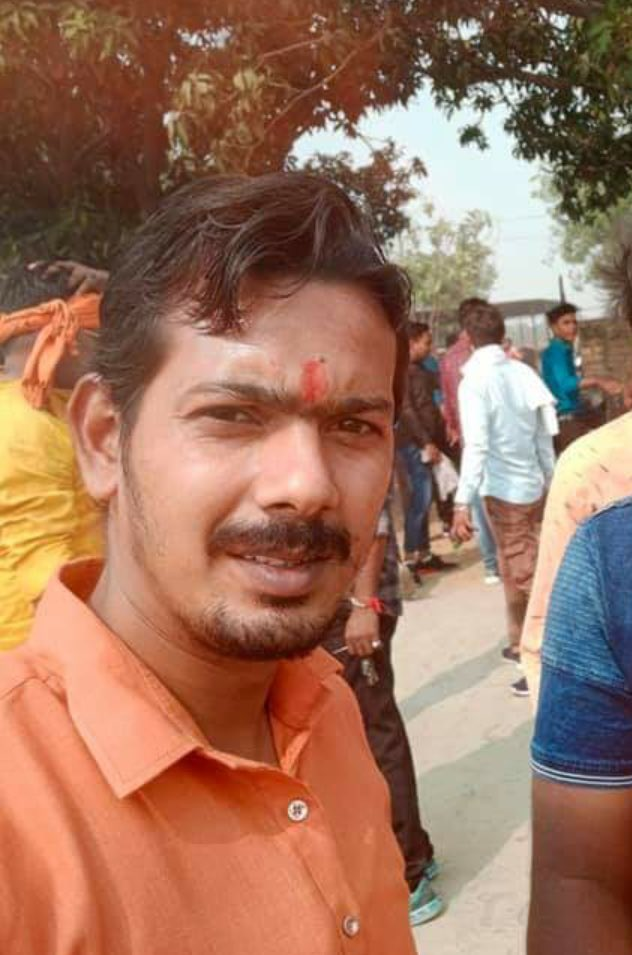 A tragic story:  Four days before Rinku Sharma was killed in Delhi, family of another Hindu activist Mahesh Singh (in pic) was attacked most brutally in Gzb. A woman relative, Uma, and her 'boyfriend' Mohd Sonu Ali, a local tailor, killed Mahesh's wife and 9-yr-old daughter +