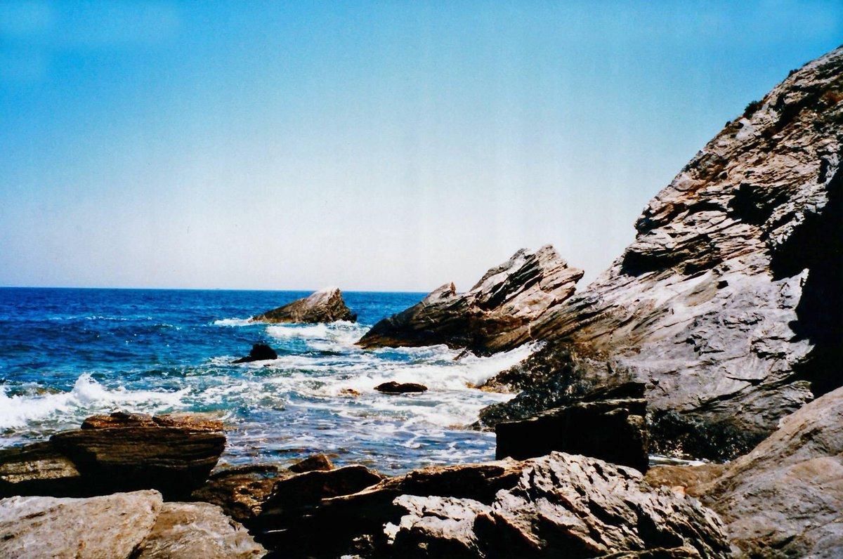 Φολέγανδρος, Στον Άγιο Νικόλαο #tbt #greece #greeksummer #greekislands #cyclades #folegandros #sea #bluewater #agiosnikolaos #agiosnikolaosfolegandros #cliff #cliffs #rock #rocks #mountain #mountains https://t.co/jyam1SjArb