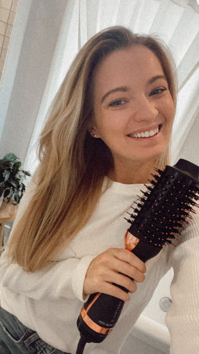 ✨#GIVEAWAY TIME!!✨ I partnered with @FoxyBaeHair to choose one winner to win their Rose Gold Blowout Brush Dryer ($190 retail value) 💕 To enter: - follow me (@meghanlaurie) & @FoxyBaeHair  - like & rt this post - tag a friend! 🤍 winner will be chosen 3/1! 🤍