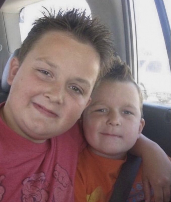 @SinjinDrowning which gibby are you guys??? #AskSinjin