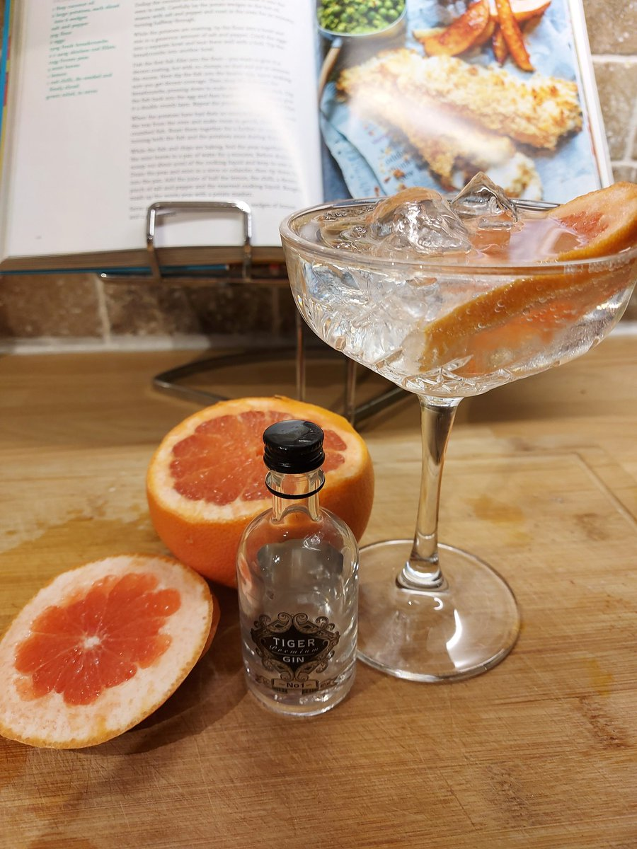 Lots in the news about #Tiger today, but the only Tiger I'm thinking about right now is this one 🍸🐯   It's definitely a keeper 👍 lovely smooth and aromatic.   Perfect start to the weekend after a busy week at work  #Gin #WeekendVibes #FridayVibes #Vodka #TigerGin @TheTigerGin