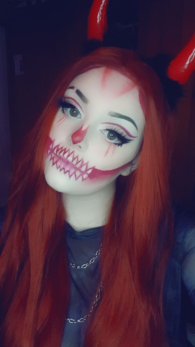 Some #spooky #makeup for tonight's stream of #insilence  Come join and let's vibe  #horrorgames  #smallstreamer  #twitch  #smallstreamercommunity  #smallstreamers  #twitchstreamer