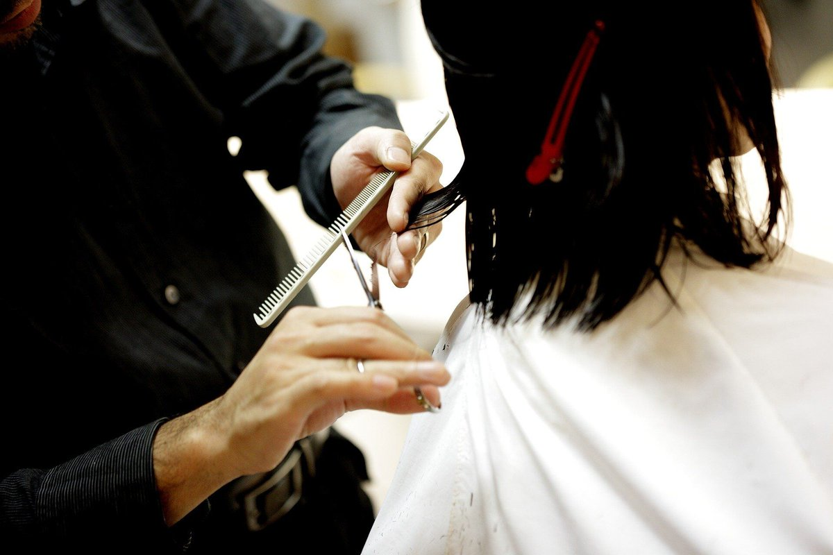 A survey by the National Hair and Beauty Federation found that 74% of #salons were still unsure of what kind of #PPE they should be wearing.   If your looking for #Salon PPE check out this guide...   #Hairdressing #Barbers #StaySafe #COVID19 #HairStylists