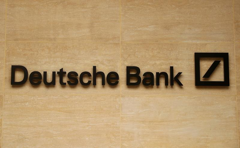 S&P hikes Deutsche Bank credit rating outlook to positive from negative https://t.co/yFoZI8TWrz https://t.co/jeEpCWNYR3