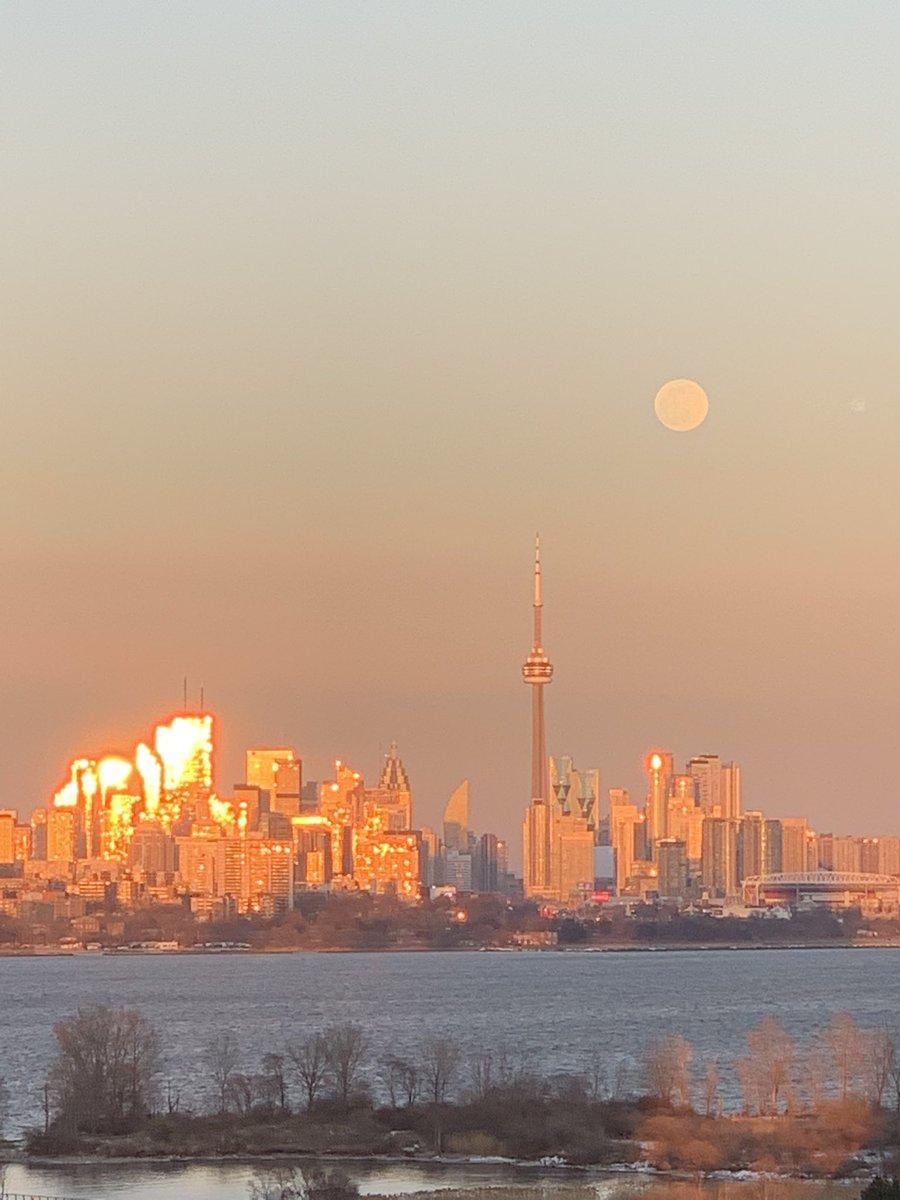 Replying to @jilltaylor680: 🤩 Full Snow Moon tonight 🤩 Feb. 26 #Toronto