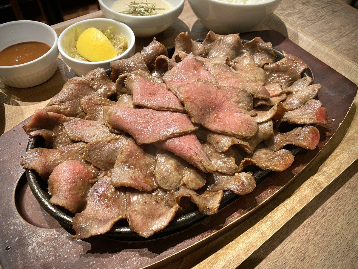 贅沢!梅田ルクアの地下2階で牛タン300グラムが1000円で食べられる!