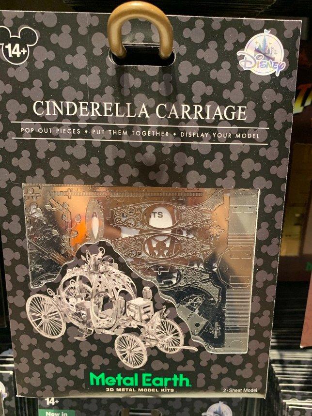 #シンデレラ の #かぼちゃの馬車 😍✨  素敵なメタル3Dモデル👀💕  右の写真のかぼちゃの馬車は、#ディズニーワールド #ファンタジーランド に展示してあったよ💕✨😍  #ディズニーグッズ #WDW #海外ディズニー #海外ディズニーグッズ #メタルモデル