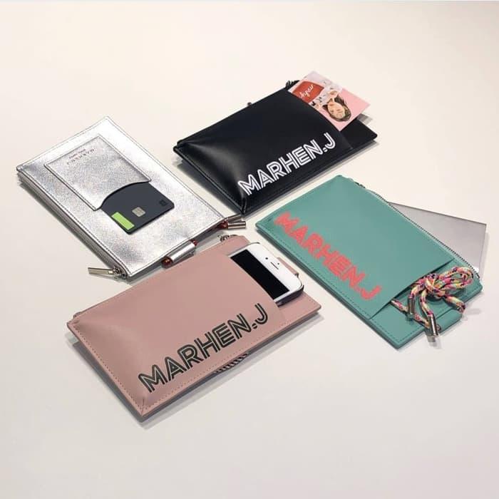 Yuk, mari untuk pacarnya kakak ada produk #marhenJ nih. Lolly Bag made in Korea yang mengusung #ecofriendly . Harganya cukup bersahabat nih dikita. Lumayan untuk kado pacar kekasihnya nih. . Harga Diskon menjadi 425K *Stock terbatas #iphonesia #lollybag #shopee #TokopediaxBTS