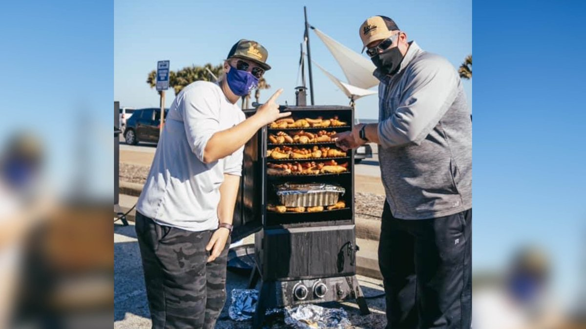 Craig and Michael from Galveston planned a special meal donation in a matter of 18 hours that resulted in more than 1,000 meals passed out to those affected by the winter storm.  Thank you to all the businesses and volunteers that rallied together to help.