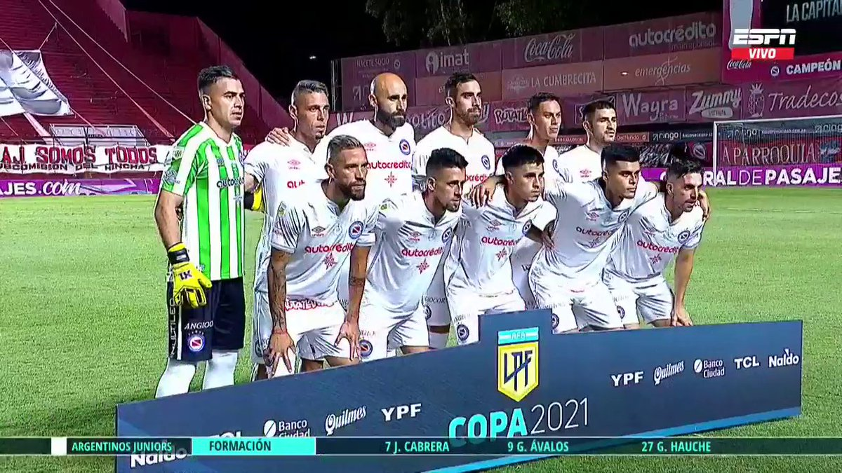¡FÚTBOL EN LA PATERNAL! Argentinos y Vélez juegan un partidazo en la #CopaDeLaLiga por #ESPN en vivo.