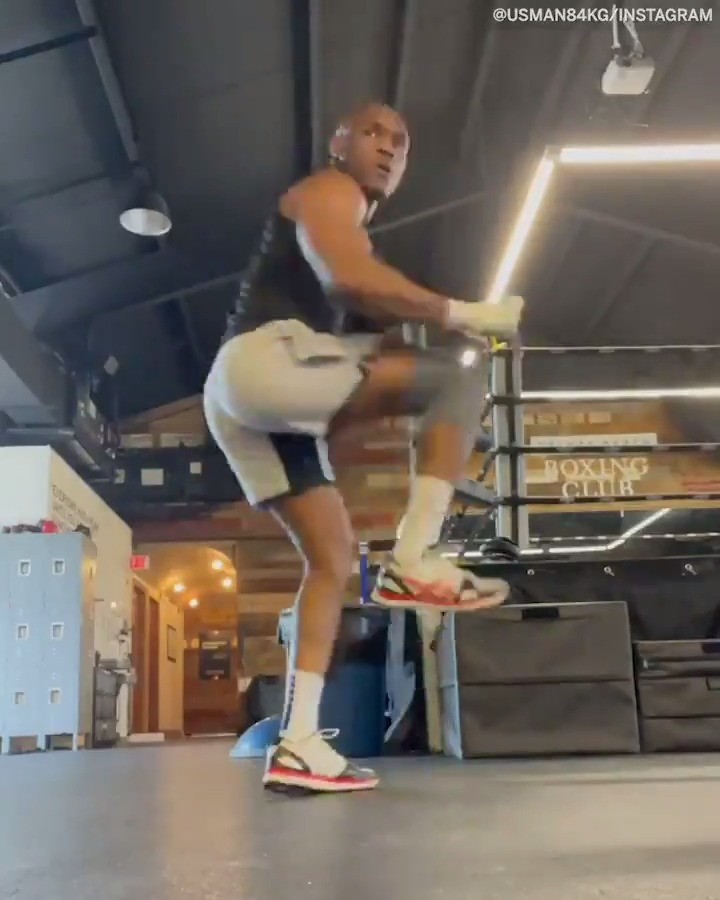 Kamaru Usman is putting time into his foot work...  Including spinning foot stomps 😆 (via @USMAN84kg) https://t.co/K4YeXrxG1p