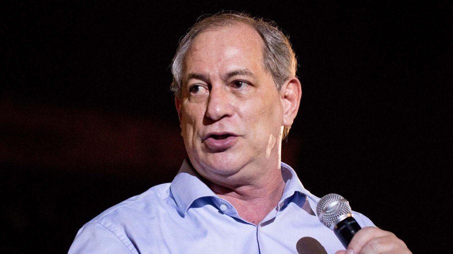 """Replying to @ultimosegundo: Ciro Gomes pede impeachment de Bolsonaro: """"condena população à morte"""" ->"""