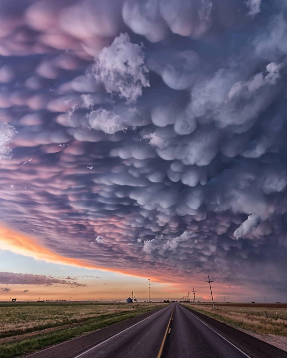 Mammatus Clouds Texas  #fridaymorning https://t.co/hqFDo3VmNb