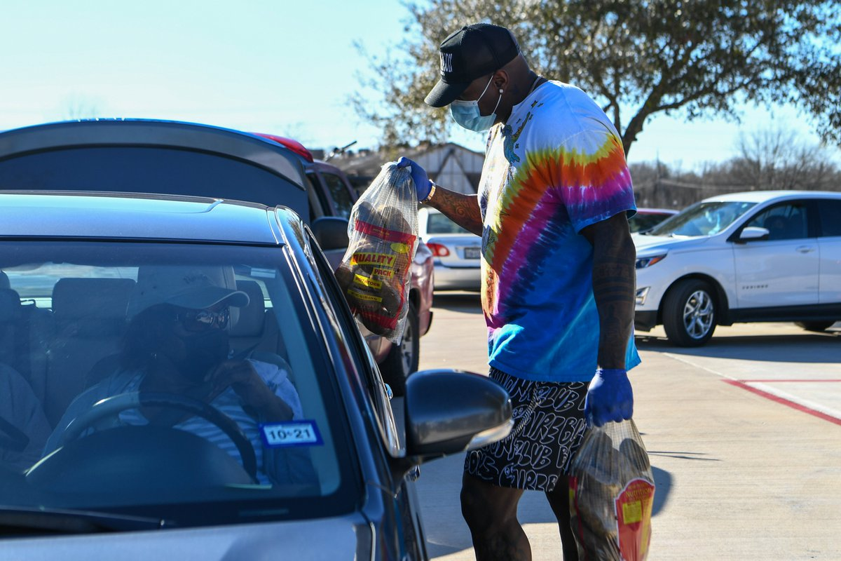 On Tuesday, @KingTunsil78 donated 148 cases of water and helped distribute food to @bgcghouston families in the Sunnyside community.  #TexansCare