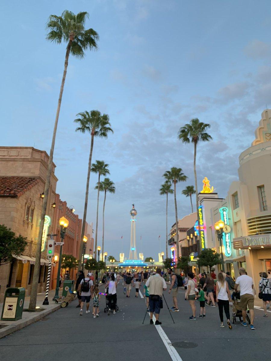 とある黄昏時の #ハリウッドスタジオ 💕  この雰囲気が好きだなぁ、、🥺❤️  #ディズニーワールド #wdw #海外ディズニー