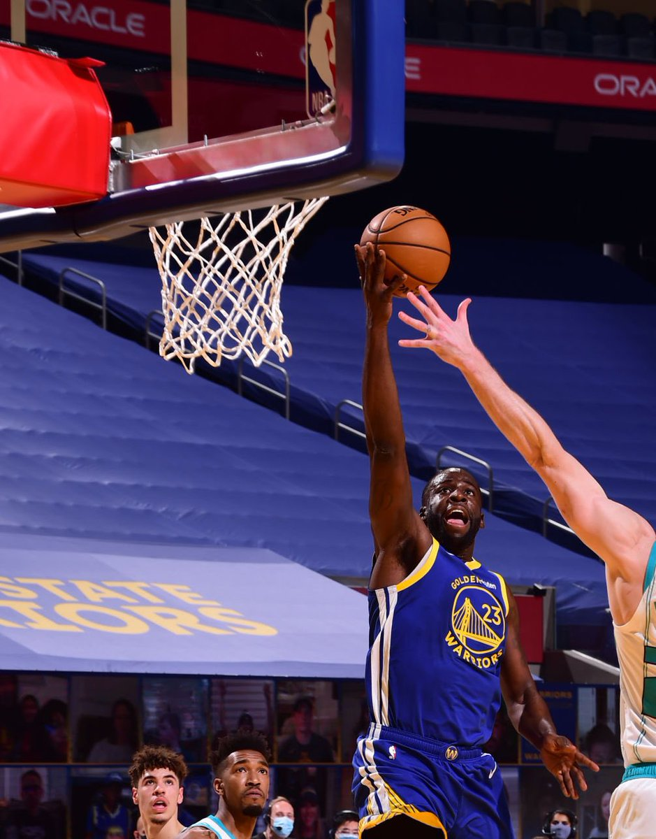 Draymond just dropped 7 PTS, 7 REB and 8 AST in the first quarter 🔥 https://t.co/DvBP9Nq6XP