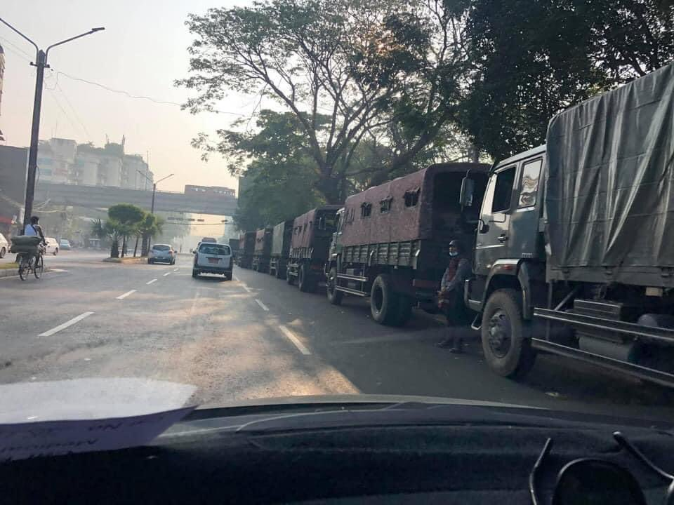 #Feb27Coup Junta Polices do not even let the people to protest in all across the nations. They disperse the crowds as soon as they see and arrest all. They don't let our voices speak out and don't let people even protest. #WhatsHappeningInMyanmar #MilkTeaAlliance #OpCCP https://t.co/JBWNdjxvvd