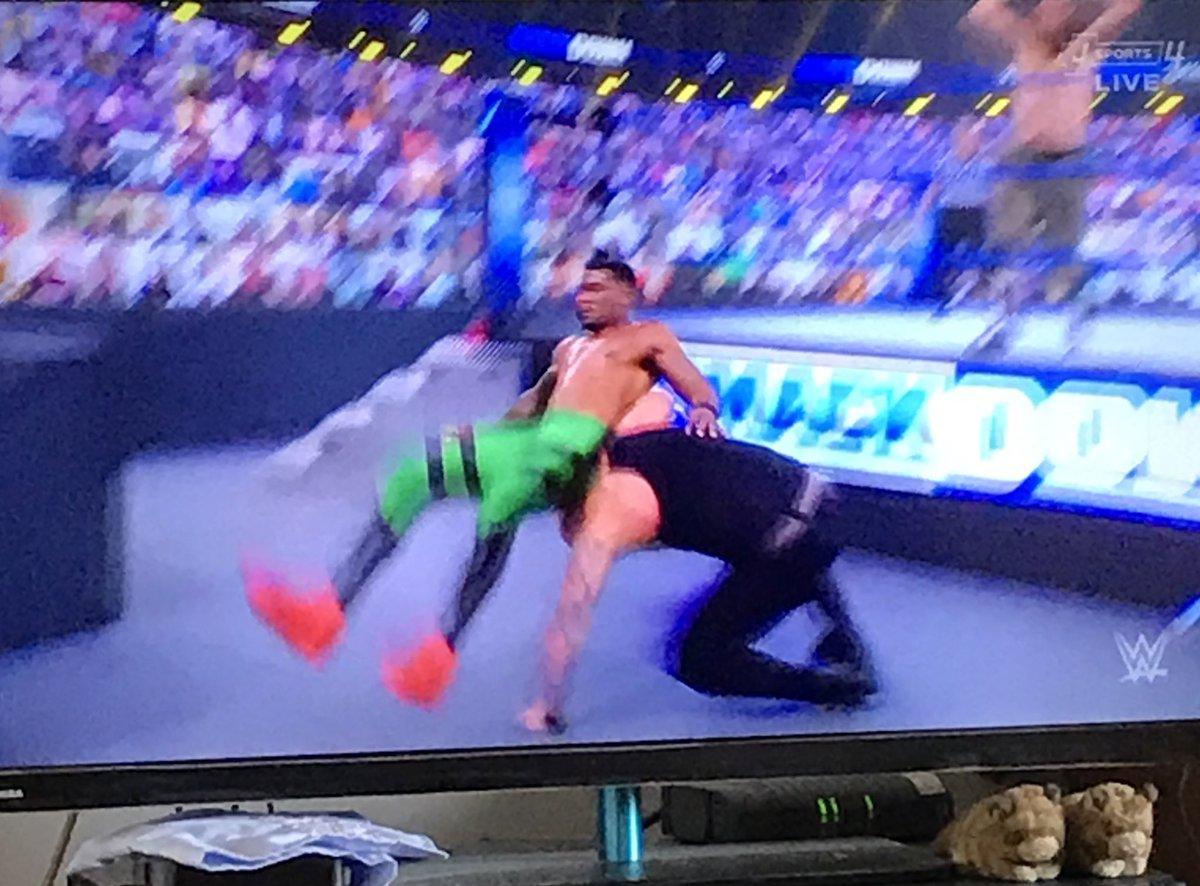ストリートプロフィッツのダブルアームスクリューからのスーパースプラッシュで、サミ敗北…。試合後はコービンからの絶縁宣言。 レッスルマニアに向けてヒール軍団にも大きな動きがあると見ていいかも…⁉︎  #JSPORTS #土曜の朝はWWE  #SMACKDOWN #WWE #WWE_jp