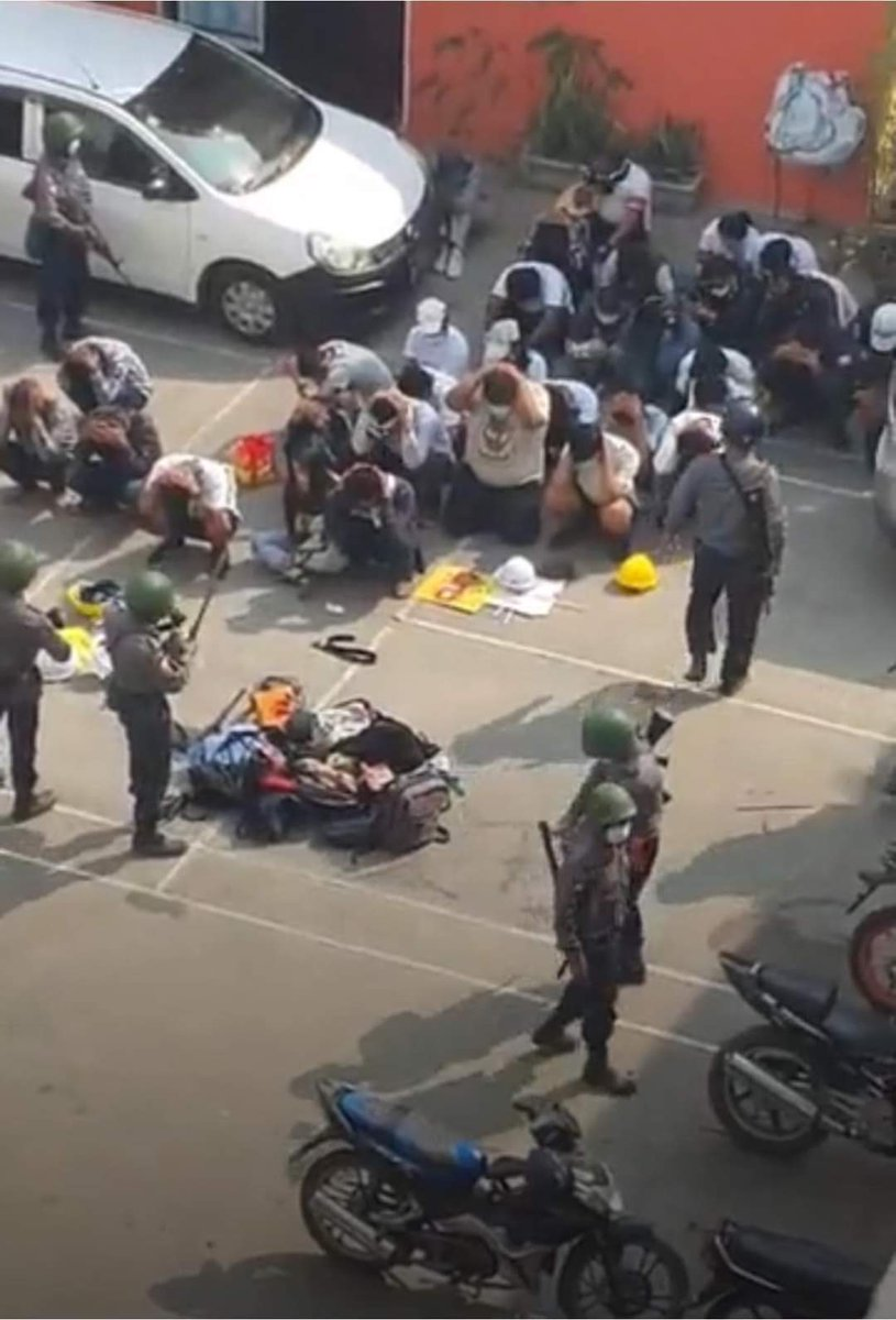 Junta use large armed force today at Yangon,Mandalay,Myeik,Dawei & Monywa. Total Hundreds of protestors are being arrested. Rubber bullets and tear gas r used. CRPH ASSEMBLE @poppymcp @RapporteurUn @freya_cole @KenRoth @hrw @freakingcat  #Feb27Coup #WhatsHappeningInMyanmar https://t.co/cSdPjNozDM
