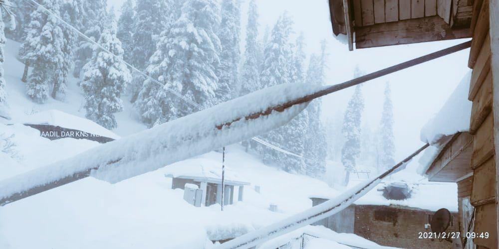 #Gulmarg Records Fresh Spell Of Snowfall On #Saturday Morning #Skiers Cum #Visitors Expresses #Happiness They got to enjoy #snowing in Gulmarg.  Let us visit here @Gulmarg   @aadilazizdar  @Jktourism  @GulmargGondola  @JandKTourism  @Gulmargskiresort