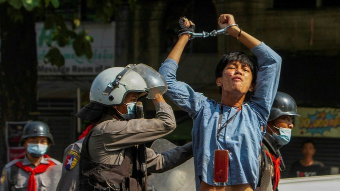 Myanmar police are stepping up arrests after more than three weeks of daily protests against the military coup and with the country paralysed #WhatsHappeningInMyanmar https://t.co/fvYc0Sg7vE
