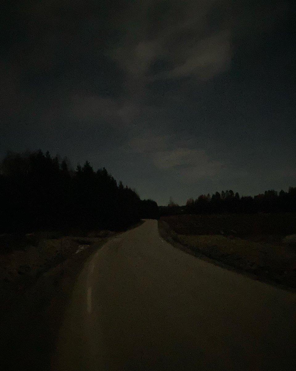 Replying to @DavidSandum: 4 more photos from tonight's 16.5k walk. Returned home 3 am. #norway