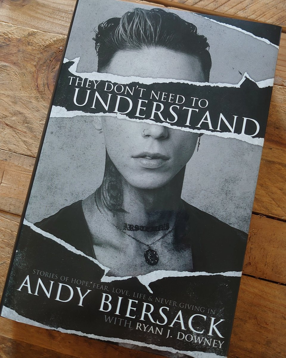Best birthday present ever !! 🥰🎁 Can't wait to read @andyblack's book 📖 Merci à ma super collègue et amie ❣️  #Livre #Book #Cadeau #Present #TheyDontNeedToUnderstand #AndyBiersack #InstaPic #PicOfTheDay #InstaLove #InstaMoment #BookAddict
