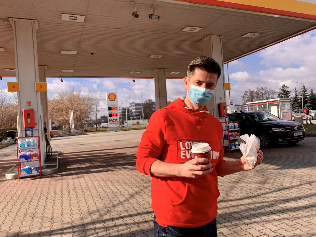 Nie ma to jak dobra kawa i ciastko z najlepszych stacji benzynowych w Polsce @Shell ☕️🍩  Dobrego dnia! ✌🏼