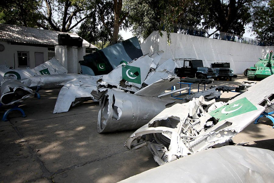 @Qamarcheema This day is quite hard for #Pakistan. They lost a F16 guy in a dog fight with 60 year old mig21.  Wreckage of F16 👇