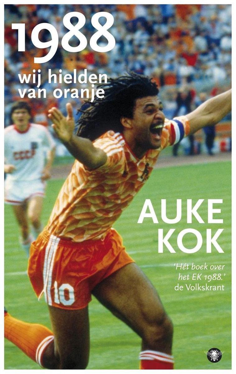 """""""1988 We loved #Oranje"""" by @AukeKok. Great investigative #journalism and #storytelling about #Netherlands winning #EURO88, 10 years after the lost #WorldCup78 final vs #Argentina and 14 years after #Cruyff & Co at #WorldCup74.  #book #literature #reading #football #soccer #futbol"""