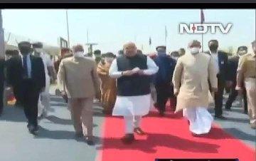 Honorable President Amit Shah was given a grand welcome on the red carpet. Ramnath Kovind ji appeared outside the red carpet. #Respect #presidentofindia @RahulGandhi @priyankagandhi @kanhaiyakumar @ravishndtv @sushant_says @ReallySwara @RichaChadha @sardesairajdeep @prakashraaj
