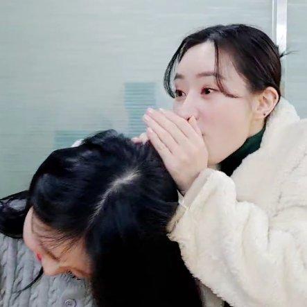 Jiu *yawn* : Seems like I'm lacking oxygen Sua : lemme give you oxygen