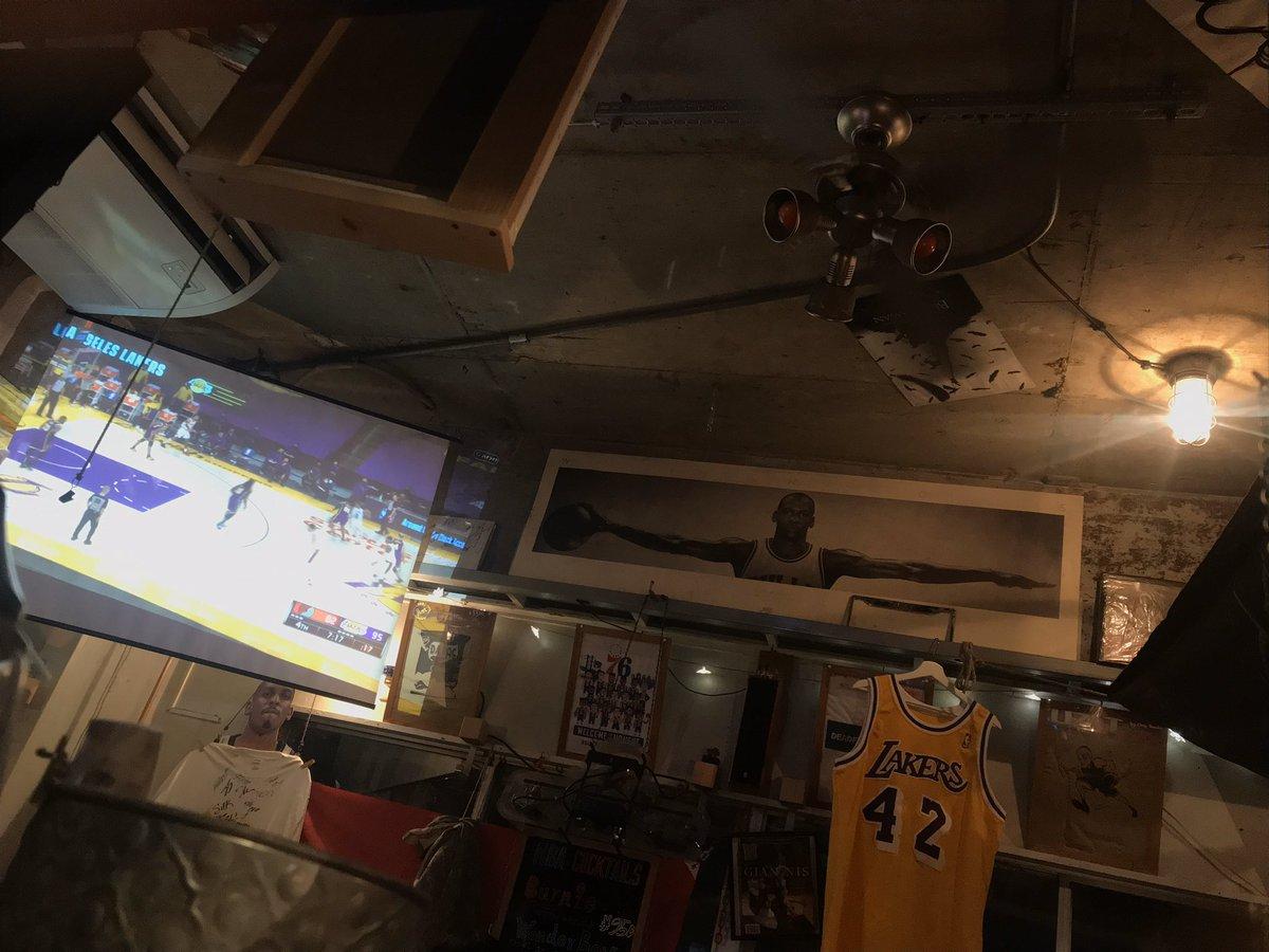 只今Blazers vs Lakers放映中 #NBAフライデー on サタデー開催中 #NBA#NBATwitter #PORvsLAL #POR #LAL  #BlazersvsLakers #Blazers #Lakers #RipCity #LakeShow #T13 #木場 #basketballcafe #BALLTONGUE #Saturday #HappyWeekend #tokyoeastside