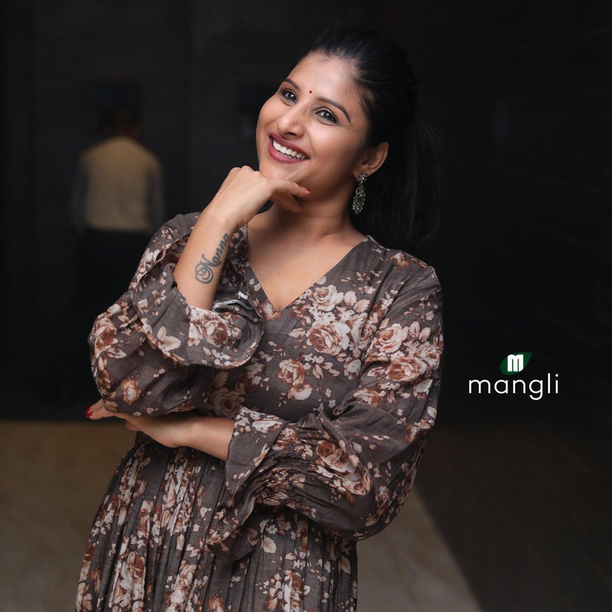Be kind 🦋 whenever possible 💖 . . Outfit @viba.studio Styling @workofelan Pic @ganeshpeddireddy Retouch @aretty_ram_naresh_0608 . . #stylingtalesbyjyo #stylingbyshirisha  #Mangli  #Telangana  #AndhraPradesh  #FolkQueen #TelanganaSongs  #janapadam #India  #Fashion #Beauty #queen