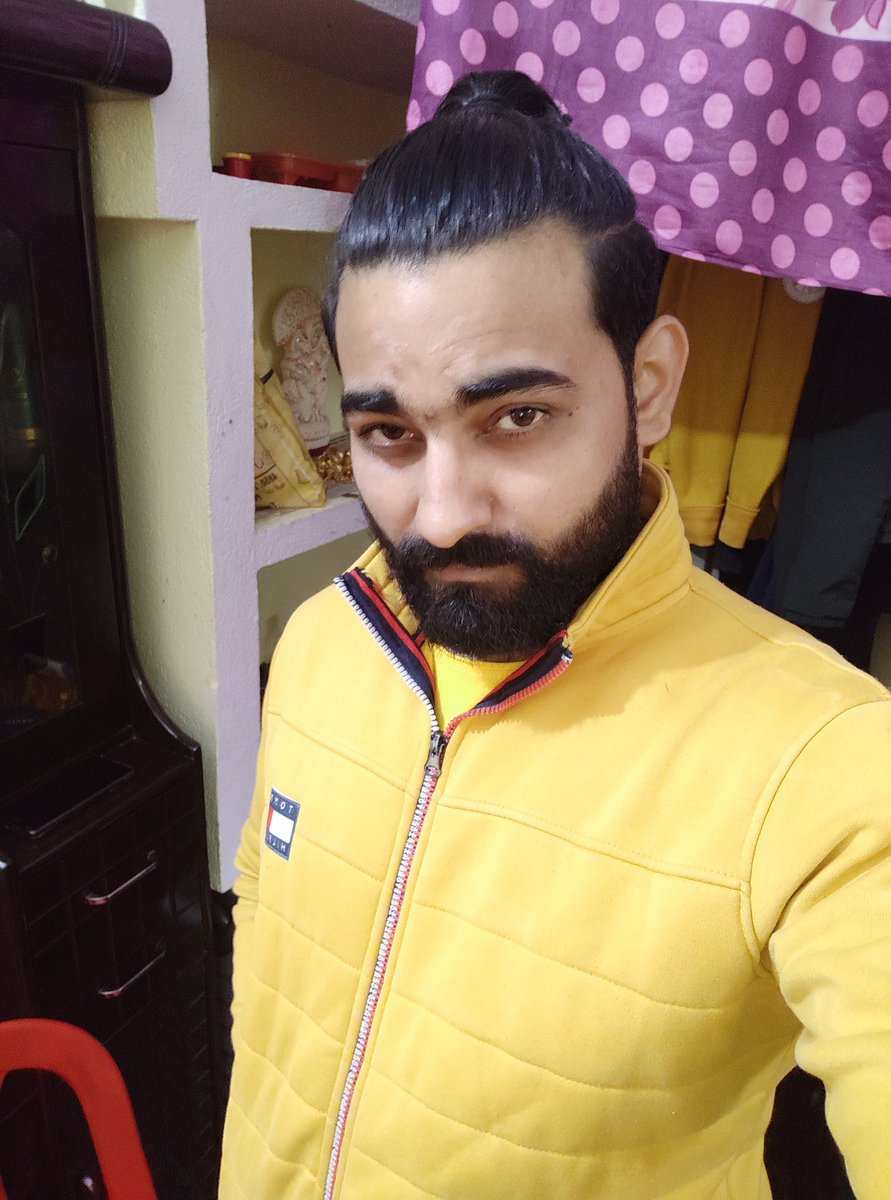 #newyearnewme #photography #bestoftheday #randompic #photooftheday #picoftheday #anujshukla #curleyhair #hairstyles #beard #longhair #zipper #yellow #pony #ponytail #ponytailhairstyles #hair
