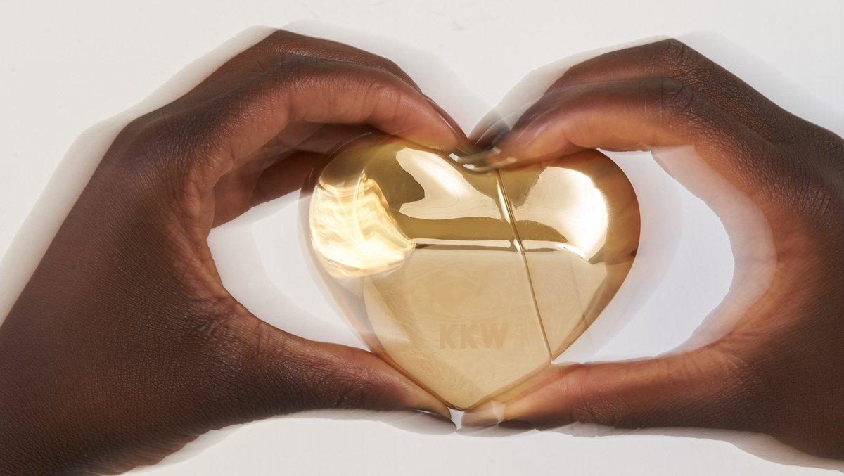 A heart of gold ✨  📷: @karen.rosalie Model: @doraowusu