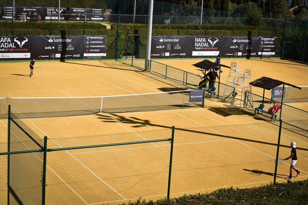 ¡El Rafa Nadal Tour by Santander ya disputa las semifinales! Javi Montes, de Río Grande, ha llegado a esta ronda en categoría sub-12. ¡Vamos! 💪  ➡️  ☑️   #RafaNadalTourbySantander #RNTSevilla #RNT21 #fundacionrafanadal #SomosRíoGrande #EspírituDeportivo