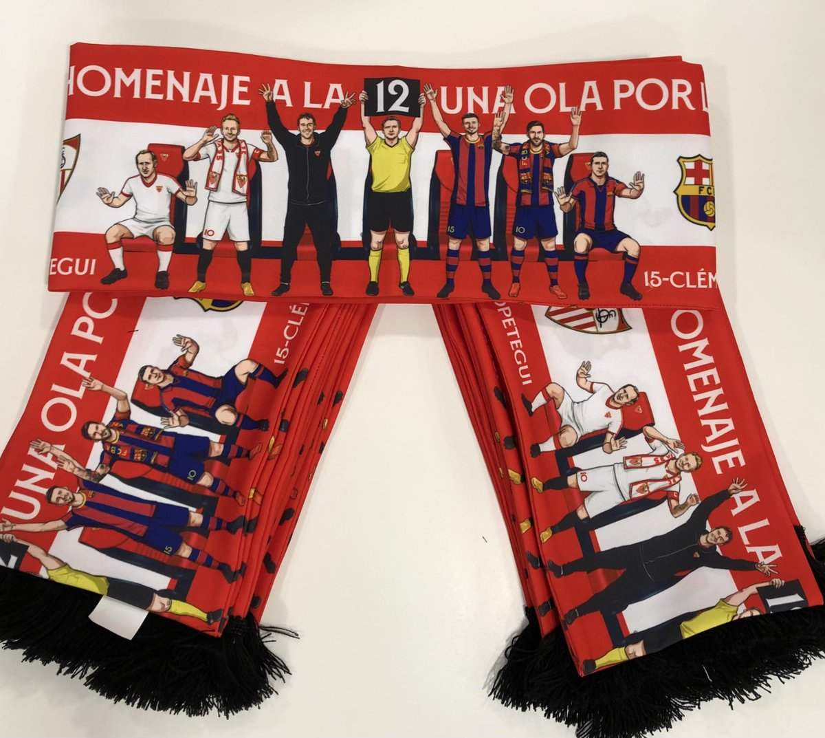 """El #SevillaFC da la bienvenida al @FCBarcelona_es y a todos los aficionados al fútbol a través de la campaña de protocolo """"NUESTRO HOMENAJE A LA 12. UNA OLA POR LA AFICIÓN"""". ¡Va por vosotros!  #SevillaFCBarça #WeareSevilla https://t.co/HawHiwTiTt"""